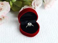 heirat halsketten großhandel-Herzförmige Geschenkbox aus Samt, die der Hochzeit gewidmet ist. Wildleder, luxuriös, komfortabel, weich für Ringohrringe