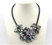 handgewebte perlen großhandel-Freies Verschiffen Liebes-Hand gesponnene Muschelperle-Blumenblume drei weibliche kurze Halskettenschmucksachen