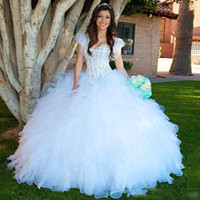 Белые бисером бальное платье Quinceanera Платья 2018 Organza Ruffles Tiered Girls Pageant Платья Cap Sleeves Длина пола Пром Вечерние платья