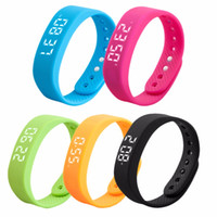 Commercio all'ingrosso- 3D T5 LED Display Sport Gauge Fitness Bracciale Smart Step Tracker Pedometro interfaccia USB sport salute, blu In Stock Bene Vendi