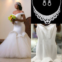 Wholesale Muslim Wedding Dresses Mermaid - 2017 Glamorous Beads Mermaid Wedding Dresses Off-the-shoulder Dubai Arabic Bridal Gowns Backless Custom Made Wedding Dresses Free Necklace