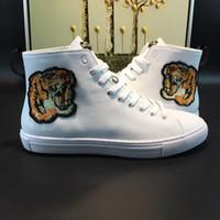 orjinal marka toptan satış-Kişilik ve moda Lüks Marka adam kadın rahat tasarım ACE ayakkabı Hakiki inek deri nakış kaplan arı süperstar botlar orjinal ayakkabı