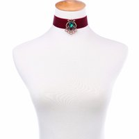 Luxo Red Velvet Choker Necklace 2017 Hot Sale Imitação Pink Pearl Green Vintage Colar Indian Maxi Colar Collar Party