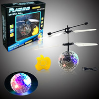 Wholesale Ufo Aircraft Toy - 2017 Easy Operation Vehicle Flying RC Flying Ball Infrared Sense Induction Mini Aircraft Flashing Light Remote Control UFO Toys for Kids