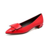 bombas de tacón bajo de las señoras al por mayor-Zapatos de tacón bajo de cuero de microfibra para mujer Zapatillas clásicas para mujer zapatos de oficina para damas de boda de color rojo zapatos de gran tamaño
