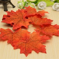 50Pcs / lot Folhas de bordo artificiais Fake Autumn Fall Folha Wedding Party Decoração Artesanato Casa de Arte Casamento Home Decor