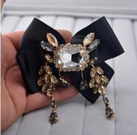 broches de cristal austríaco venda por atacado-Moda champanhe pedra de cristal Austríaco strass zirconia tassel preto arco grande broche de design Famoso lapela pin menina jóia frete grátis