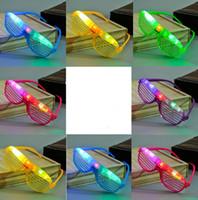 óculos fantasia vestido venda por atacado-Light Up Óculos de Obturador de Fulgor LEVOU Shades Piscando luminosa Rave Casamento Galinha Noite Fancy Dress Concer atmosfera Cheer adereços presente festivo