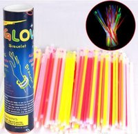 Multi Color Glow Stick 20cm Bracelet Neon LED Clignotants colle avec connecteur partie Vocal Concert utilisation Flash lueur Sticks