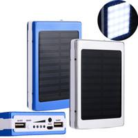batterie solaire à double charge achat en gros de-Chargeur solaire et batterie 30000 mah panneau solaire 30000mAh Dual UAB ports de charge banque d'alimentation portable avec lumière LED pour tous les téléphones mobiles