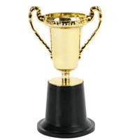 trophées de tasses achat en gros de-Gros- 10pcs / lot en plastique trophée de la Coupe d'or, sports enfants medal.Winner medal.Educational props récompense, prix cadeaux jouets créatifs pour les enfants