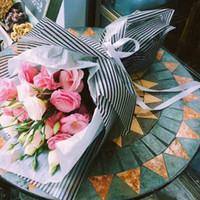ingrosso bouquet di fiori di carta tissue-Tessuto Linee di colore impermeabili Confine Fiori Materiali per imballaggio Bouquet Carta da regalo Forniture per fioristi Carta da regalo 20 pezzi / set