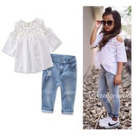 Neue Girls Lace Kleidung Jeans Outfits Kinder Kinder Baumwolle Weiß Tops Ripped Jeans Baby Hollow-out Schulter Rüschen Tops Hosen Bekleidung Sets