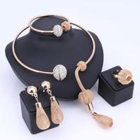 boucles d'oreilles africaines pour les femmes achat en gros de-Charme Dubaï plaqué or ensembles de bijoux en cristal pour les femmes pendentif africain collier boucles d'oreilles bracelet anneaux robe de soirée accessoires