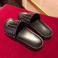 2017 New Summer Luxury Men Black Leather Spikes Red Bottom Sandals Slipper Indoor Outdoor Slipper Fashion Sandal shoes