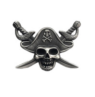 ingrosso badge dei cappelli-Luxury Pirates of the Caribbe Badge Skull Spilla Biker Biker Spille per giacca Cappello Retro spilla con colletto in metallo