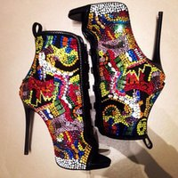 Saltos altos Sandálias de verão Botas Cristal cobertas Comic Ankle Booties Multicolor Diamond Sexy Stiletto Pumps Ladies