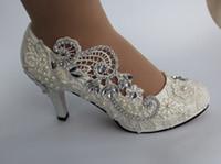 fildişi gözetleme ayak önü topuklu toptan satış-Yeni Moda Ücretsiz Kargo Bayanlar Rhinestones İnciler Dantel Fildişi Peep Toe Ayakkabı Yüksek Topuk Gelin Stilettos