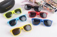 Wholesale Colorful Plastic Sunglasses - Wholesale Very Cheap Beach Sunglasses Men And Women Fashion Designer Excelent Vintage Men Colorful Plastic Classic Style Sunglasses