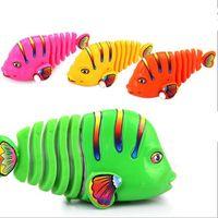 brinquedo de peixe de vento venda por atacado-Plástico Mini Coloful Swing Fish Wind Up Clockwork Toy para Crianças Brincar Cognitive Ealry Educacional Toy Presente Das Crianças YH1007