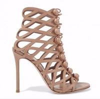 botas altas de color nude al por mayor-2017 nuevas mujeres botas de verano recorta botines enjaulados mujer barcos peep toe pom pom botas mujeres talón delgado color nude botas de tacón alto