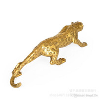 estatuas de leopardo al por mayor-Chino Folk Bronze Copper Lucky Money Leopard Cheetah Art Statue Figuras 36cm