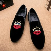 Wholesale Promotion Wedding Dresses - Promotion New spring Men Velvet Loafers Party wedding Shoes Europe Style Embroidered black Velvet Slippers Driving moccasins 12