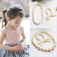 дети шарик ожерелье белый оптовых-Оптовые корейские дети ожерелье браслет набор для новорожденных девочек преувеличены большие бусины Жемчужина комплект ювелирных изделий белый цвет
