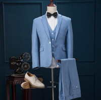 Die neuesten Männer passt neue Designs Light Blue Wedding Klagen Prom Party Suits Groomsman Suit Groom Tuxedos (Jacke + Weste + Hose)