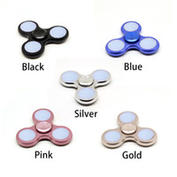 placcatura Spinner della mano Illuminare le spine della mano LED lega di zinco luminosa Fidget Spinner Triangolo Dita Spinner Diverse colorazione Decompression Toys
