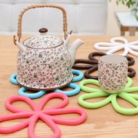 Wholesale-5 pc / lotto bello a forma di fiore colorato rotonda del silicone Tavolo resistente al calore Mat Coffee Cup Coaster Cuscino Placemat Pad