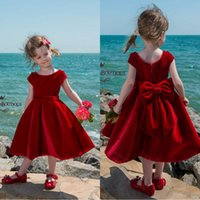 2018 Pretty Red Short Tea Length Flower Girls Dresses Scoop Neck Линия с короткими рукавами Velvet Beach Kids Girls Wedding Party Gowns