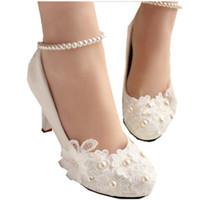 düşük nedime topuğu toptan satış-Inci kemer düğün ayakkabı düşük topuk ayakkabı ile beyaz gelinlik ayakkabıları gelin yüksek topuklu kadınlar fotoğraf çekimi