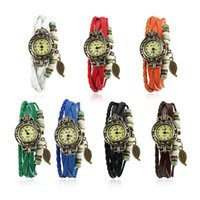 HOT Sale Mode Bracelet Montre en cuir Seven Different Colors Style Jewelry une feuille Pendentif Montre Charm La plus belle Cadeaux