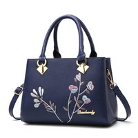 Wholesale Nude Chinese Women - 2017 New Fashion Chinese style Middle age tote bags single shoulder bag crossbody bags classical embroidery muti colors