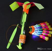 enfants boomerangs en plastique achat en gros de-Belle Neon Led Lumière Flying jouet Élastique Alimenté LED Flèche Hélicoptère Shining Rocket Flash Copter Flèche Hélicoptère Cadeau De Noël
