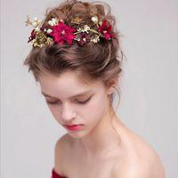 ingrosso cappelli di fiori rossi-nuovo 2017 Fashion Wedding Hairband per Brides Red Flower Pearls Wedding Accessori per capelli Capelli gioielli Copricapo da sposa Tiara