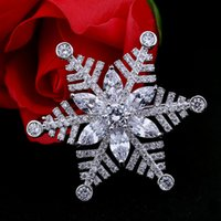 Wholesale Snow Brooch - Europe and the United States new high-end fashion snow brooch women pearl diamond-studded zircon crystal corsage pin clothing accessories