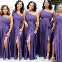 gelinlik için yan kanatçıklar toptan satış-Üzüm Mor Bir Omuz Gelinlik Modelleri Kanat Kat Uzunluk Yan Bölünmüş Düğün Konuk Elbise Pleats Basit Nedime Törenlerinde Ucuz