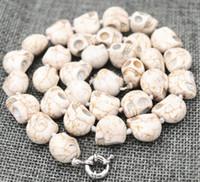 türkis schädel perlen groihandel-New 10x12mm Weiß Türkis geschnitzter Schädel-Kopf-Korn-Mala Halskette