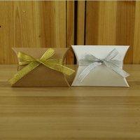 sevimli evlilik şeker kutuları lehgi toptan satış-Parti 9 cm x 6.5 cm Sevimli Kraft Kağıt Yastık Favor Hediye Kutusu Düğün Favor Hediye Şeker Kutuları Kağıt Hediye Kutusu Çanta Temini