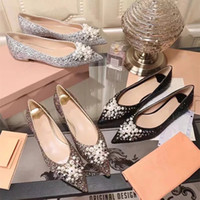 Sparkling Glitter Pumps Donna Crystal V-a forma di abito Scarpe da sposa Catwalk Kitten Heels Pointed Toe Valentino Single Shoes pumps / Flats / Sandals