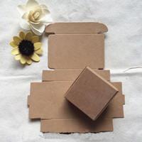 boda de papel marrón al por mayor-7.5X7.5x3CM Pequeñas cajas de embalaje de cartón de papel Kraft marrón para accesorios de teléfono de dulces de boda de regalo