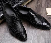 avestruz venda por atacado-Top final Men couro vestido sapatos boca rasa crocodilo padrão de avestruz de couro de vaca de luxo manual de perfuração lace-up sapatos