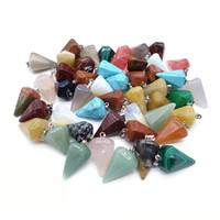 wicca steine großhandel-Naturstein Kristall Facettierte Wicca Pendel Pendulos Pyramide Heilung Reiki Chakra Wünschelrute Anhänger für Männer Frauen