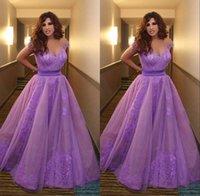 robes de soirée mauves achat en gros de-Nouvelles robes de célébrités formelles de dentelle mauve Najwa Karam avec col en v à manches courtes dos nu longueur de soirée robes de soirée bal