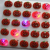 Atacado-25 pcs / lote Halloween Pumpkin head kids cartoon broche LED, broches de iluminação com pin p-27