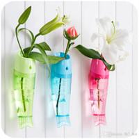 ornements de fleurs pour mur achat en gros de-Créative poisson en forme de vase de mur de fleurs Fixé au mur amovible en plastique transparent vase à fleurs pour la décoration de jardin ornement