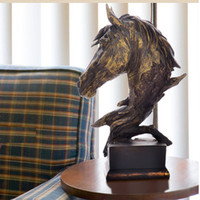 estatuas antiguas de caballos de bronce al por mayor-Resina de imitación Bronce antiguo Busto grande de la cabeza de caballo Estatuillas Estatuas - Decoraciones caseras modernas Adornos de oficina Adornos