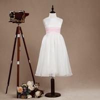 vestidos de raso blanco junior al por mayor-Nuevo llegado Vestido de niña de flores blanco Vestido de tul junior Vestido de una línea de correas de flores con cinturón rosa